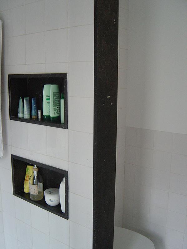 Badkamer Nis: Badkamer nis de douche met ingebouwde voor shampoo ...